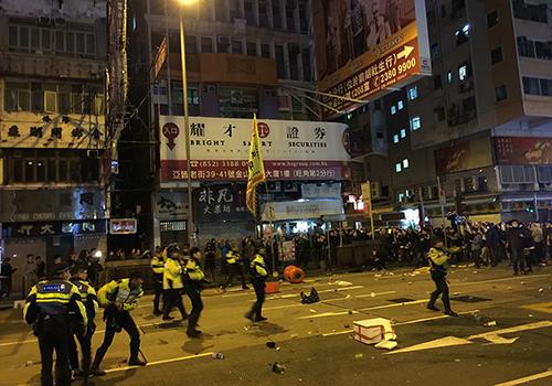 旺角暴亂 示威者與警察發生衝突