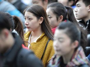 北影艺考初试美女如云 SHN48赵嘉敏玩高抬腿