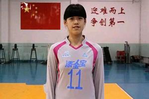 16岁女排天才结束国家队试训 郎平亲自指导其动作