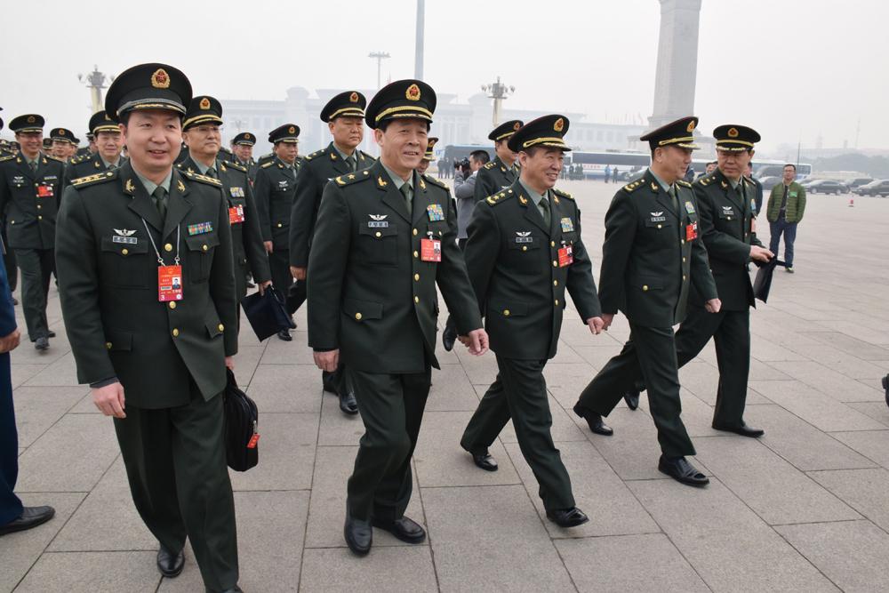 图:前排右起:陆军参谋长刘振立少将,东北战区陆军司令员秦卫江中将