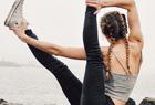 斯洛伐克瑜伽美女街頭秀高難度柔美姿勢