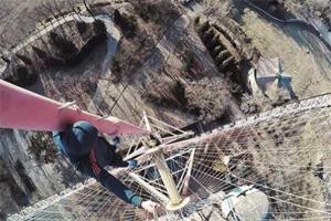 高手在民间!北京19岁少年无保护徒手攀爬国贸
