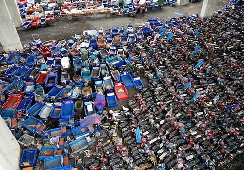 深圳扣车场:车辆堆积场面壮观