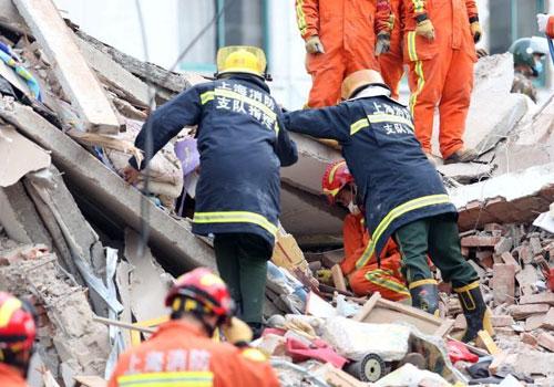 上海松江佘山一幢3层老房发生坍塌