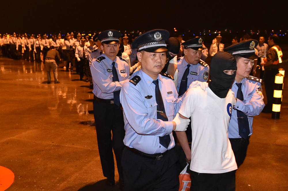 据通报,这32人分别拘留在广东省珠海市第一及第二看守所.