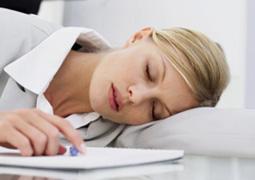 午休趴着睡會近視 如何預防近視眼?