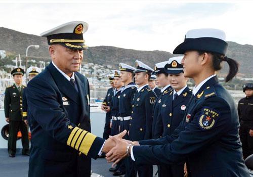 吴胜利看望海军护航编队官兵