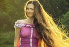 """現實版""""長髮公主"""" 俄女子13年未剪頭髮"""