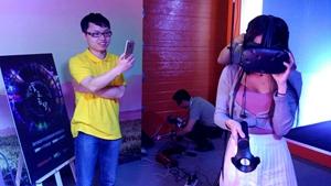 酷开宣布进军VR 连网红美女直播都被玩坏了