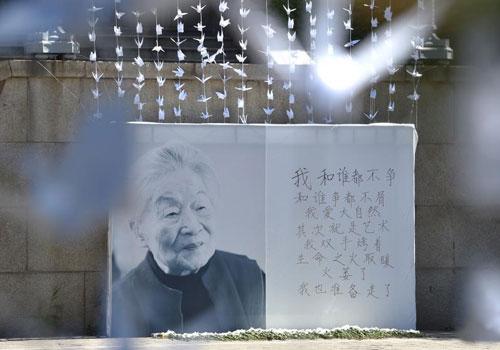 杨绛先生去世 清华学子纸鹤寄哀思