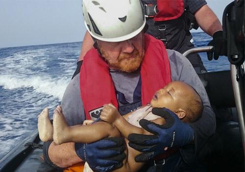 地中海难民悲歌 婴儿溺毙照唤欧洲开门
