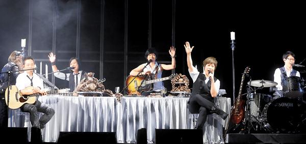 五月天香港演唱会三度返场 超时罚款