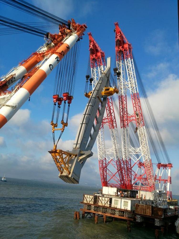 """图:港珠澳大桥""""白海豚""""全钢桥塔高105米,重达3000吨"""