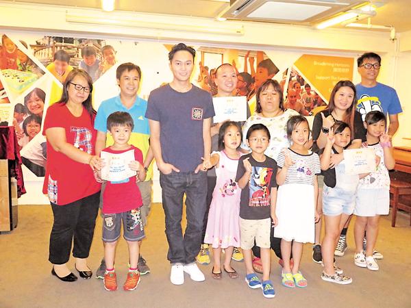 张智霖拍摄节目《Hero》 表示对父亲无限感激
