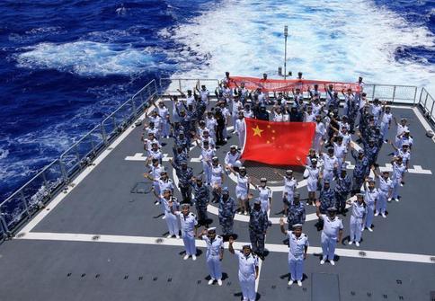 中国海军舰队跨越国际日期变更线