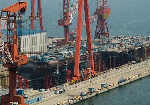 网曝首艘国产航母施工照片:建造工程已过半