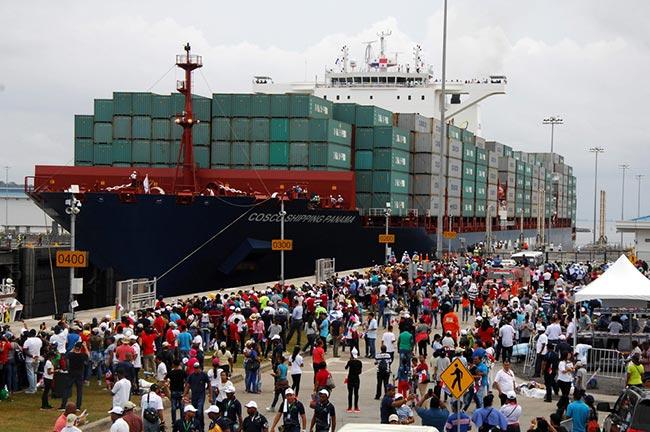 扩建竣工巴拿马运河通航 中国货轮首个通过