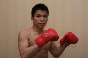 中国原创搏击赛昆明打响 散打名将田鑫顺利晋级16强