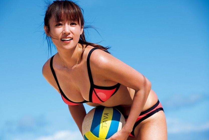 33岁深田恭子爱冲浪 着比基尼秀健美身材
