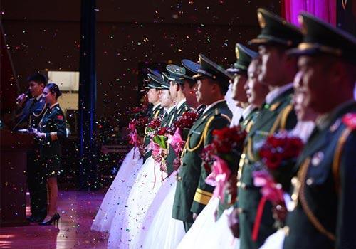 喀什邊防官兵集體婚禮