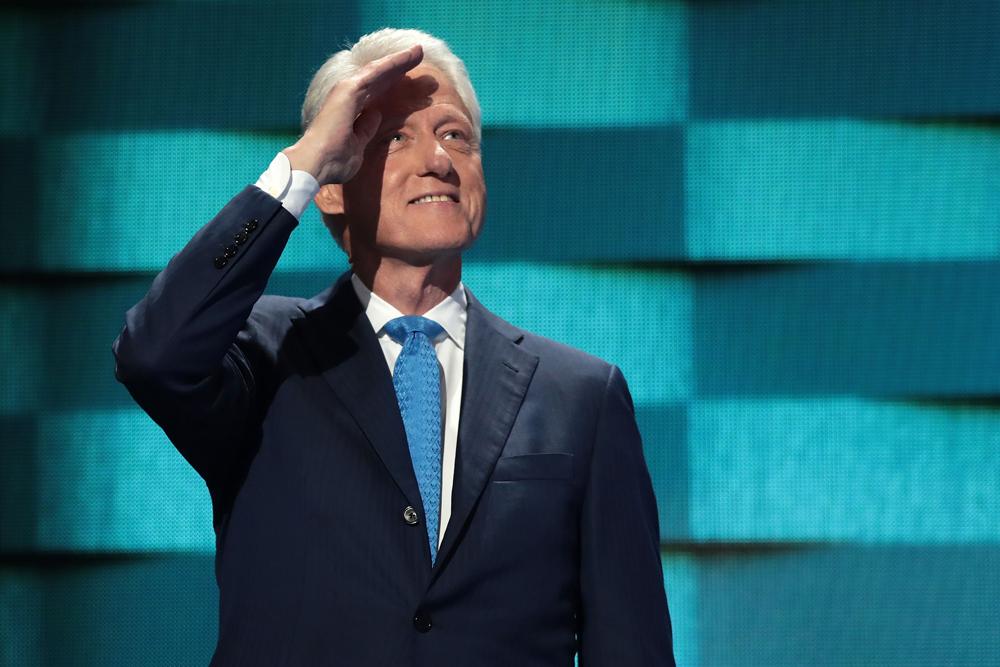 """克林顿在演讲中深情忆当年,重提他在""""1971年在耶鲁法学院遇见的"""