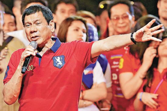 """又发惊人之语,菲律宾总统讥美大使是""""伪娘"""""""