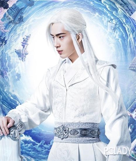 井氏肖大神的白发造型