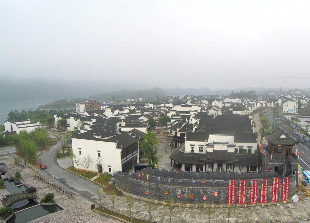 琼楼玉宇,雕栏玉砌……在碧波荡漾的杭州千岛湖湖底,有一座沉睡了