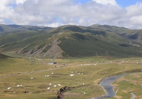 青藏高原巴颜喀拉山腹地现壮美胜景