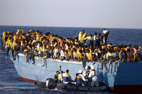 难民危机:地中海险象环生 意大利单日救6500人