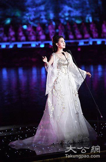 家雷佳身着桂花刺绣礼服演出-专访G20峰会文艺演出服装设计师劳伦