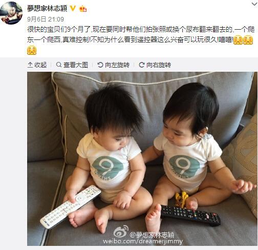 林志穎雙胞胎兒子玩遙控器大笑露出可愛乳牙