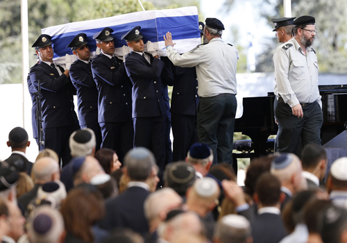 佩雷斯国葬 以巴领袖公开场合极为罕见握手互动