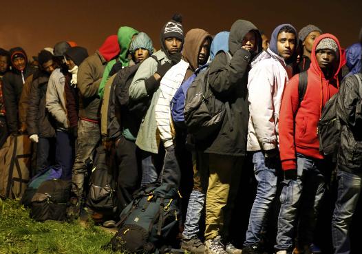 """法国拆除""""加莱丛林"""" 难民告别""""英国梦"""""""