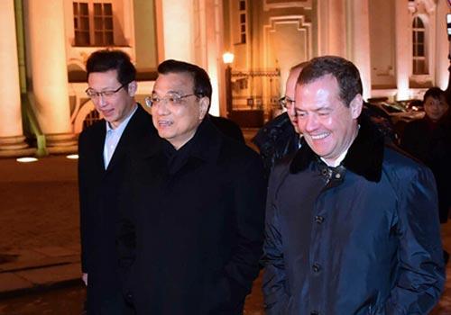 中俄总理夜游冬宫博物馆