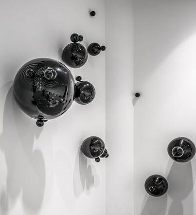 《未知的圆》周 不锈钢、烤漆  自由尺寸  2015