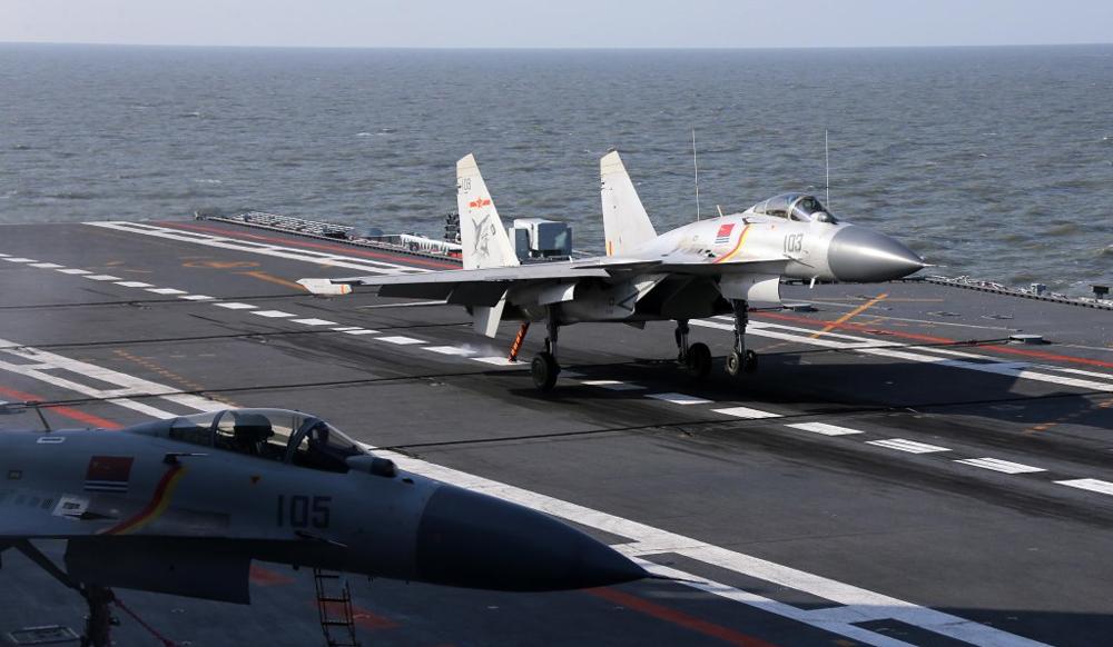 歼-15传电磁弹射成功首飞 技术突破航母战力追美国