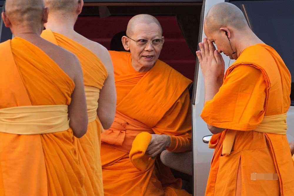 泰寺廟住持涉嫌洗錢 信徒逼退警察執法