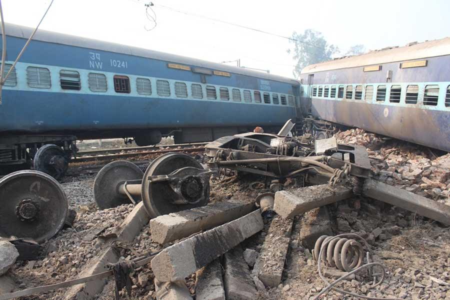 印度一火车出轨造成至少2人死亡