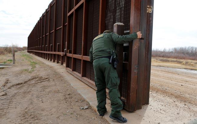 收緊移民政策 特朗普正式下令美墨邊境建牆