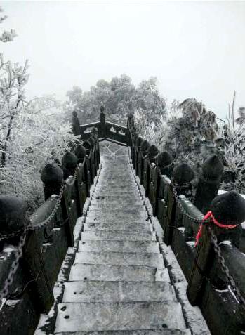 道教圣地武当山迎降雪 银装素裹分外妖娆