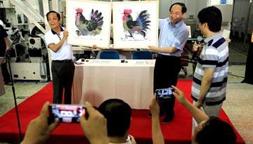 韩美林贴近民间抓五彩 绘禽千只不重样