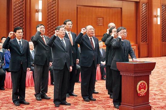 """國務院三位""""閣員""""履新 發改委司法部商務部換將"""