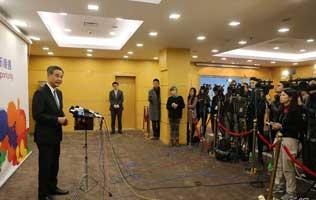 梁振英会见传媒总结北京行并答问