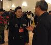 宋祖英拎环保袋出席政协大会 上绣文艺界核心价值观