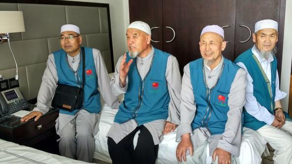 中国穆斯林副朝团完成功课平安回国
