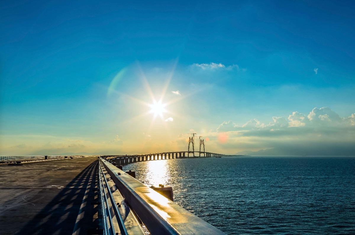 港珠澳大桥工程贯通在即 接头安装精度堪比 太空对接