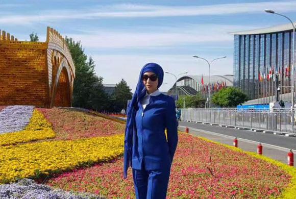 """""""一带一路""""阿拉伯美女记者大秀中文:爱北京,爱中国菜"""