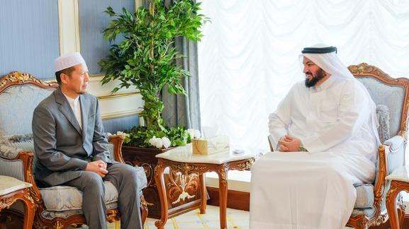 中国伊协杨发明会长率团访问卡塔尔