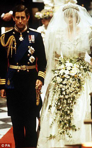 七月二十九日,戴安娜王妃与查尔斯王子结婚 网上图片-戴妃婚后曾